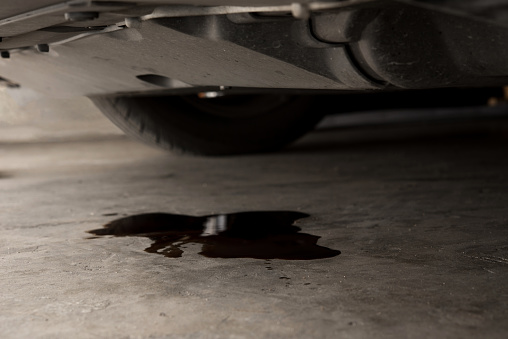 DETERMINING CAR LEAKAGES BASED ON FLUID COLOR
